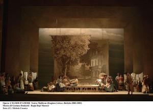 Teatro Malibran opera L'elisir D'Amore 21-02-03 Musica Gaetano Donizatti Regia Bepi Morassi Foto:(C) Michele Crosera Contact:crosera@inwind.it