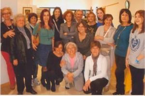 Alcune-artiste-con-la-presidente-dell'associazione-Ketty-Perrone